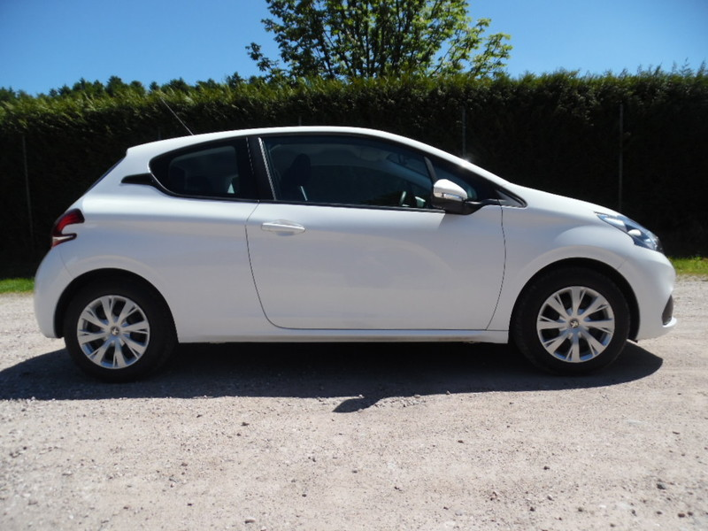 Peugeot 208 ii 1 6 hdi active led gps 3 portes 32768 kms for Garage seat vosges