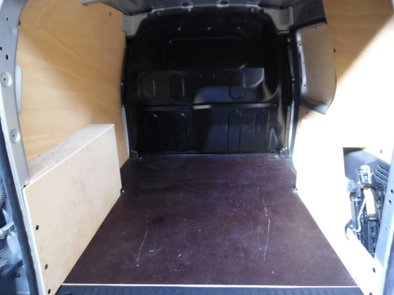 Renault kangoo ii ph2 ste 1 5 dci 90 pro 3 places 24304 for Garage seat vosges