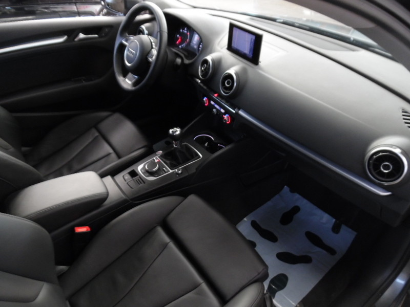 Audi a3 new modele 2 0 tdi 150 ambition luxe cuir gps for Garage seat vosges